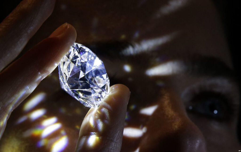 فروشگاه جواهرات،فروشگاه جواهرات الماس،نحوه تراش دادن الماس، سختی سنگ الماس،چگونگی تشکیل الماس،سنگ های قیمتی،فروش الماس،فروش یاقوت،فروش زمرد،خرید الماس،خرید یاقوت،خرید زمرد،جستجوی سنگ های قیمتی،قیمت سنگ های قیمتی،چگالی الماس،چگالی الماس سیاه،چگالی الماس چند است،سختی سنگ الکساندریت،خواص الماس ،الماس چند رنگ دارد ،معادن الماس، عکس سنگ های قیمتی ، قیمت الماس طبیعی،فروشگاه اینترنتی جواهرات،جواهرات زینتی،09025283869،خرید جواهر،انواع الماس،الماس چیست،خواص درمانی الماس،شکل الماس خام طبیعی،تست الماس با،انواع الماس،سنگ الماس طبیعی